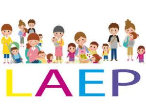 logo laep avec dessin de parents et enfants colorés et souriants